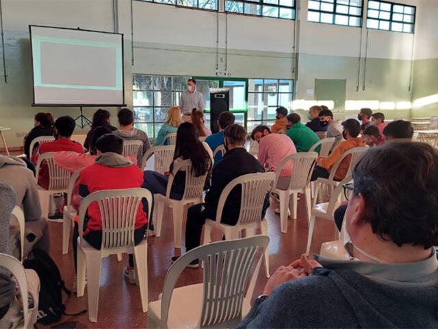Lanzan un programa educativo destinado a escuelas agro-técnicas